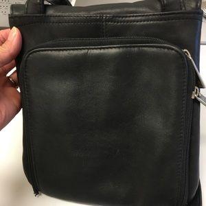 Kenneth Cole Reaction Bags - Pretty Kenneth Cole Reaction shoulder bag